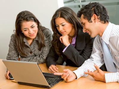 Small business finance expert Mike Periu discusses ¿Tienes espíritu de empresario? on Univision.com