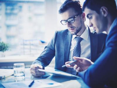 Small business finance expert Mike Periu discusses Oportunidades de empleo para hispanos on Univision.com